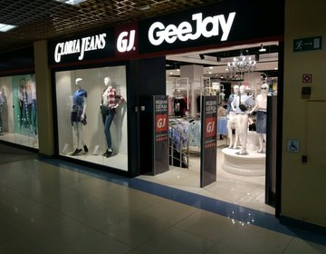 Магазин одежды GloriaJeans в Тюмени